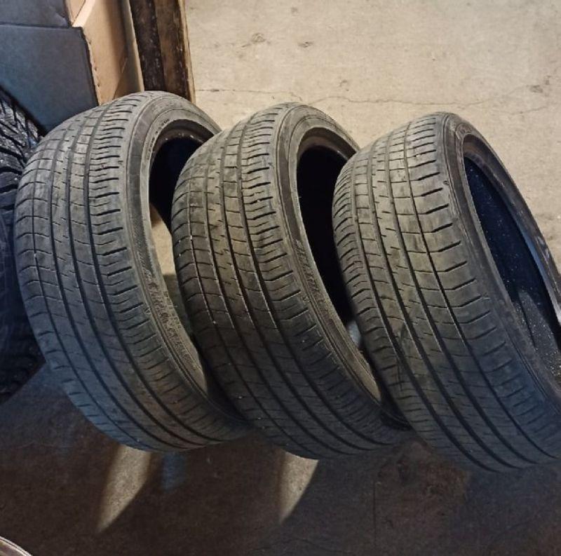 Dunlop Leman 225/45 R18 три штуки Б/У